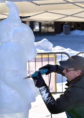 Stomper ice sculpture 6