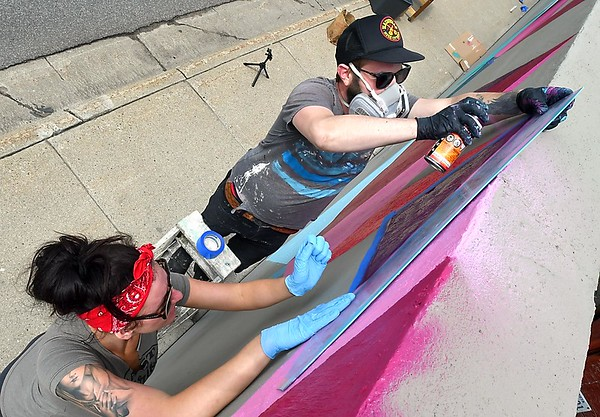 Riverfront Drive mural taking shape