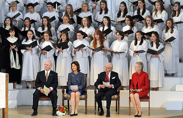 From left, president Jack Ohle, Queen Silvia of Sweden, King Gustav and Ohle's wife Kris listen to the Gustavus Choir and the Choir of Christ Chapel during a Festival Worship Friday.