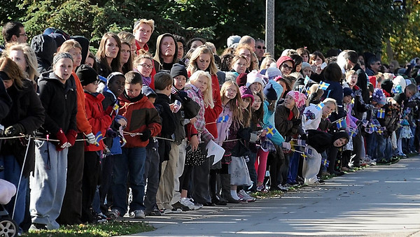 Onlookers lean to get a better view of the King and Queen of Sweden as they arrive at Gustavus Adolphus College Friday.