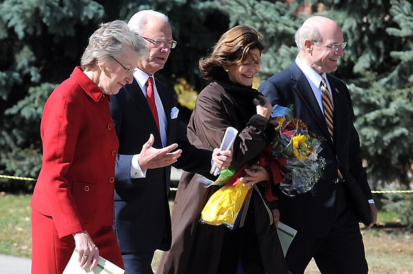 From left, Kris Lindquist Ohle, King Carl XVI Gustaf and Queen Silvia of Sweden and Gustavus Adolphus College president Jack Ohle make their way down Eckman Mall Friday.
