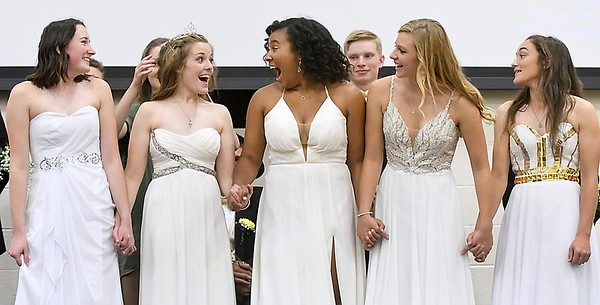 Mankato East crowns homecoming queen