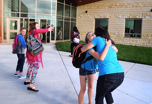 Prairie Winds Middle School opens 1