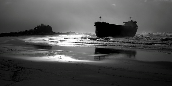 8 June 2007 the MV Pasha Bulka runs around on Nobbys Beach, Newcastle during a major storm