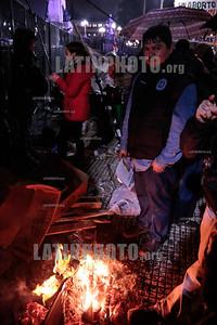 Argentina 09.08.2018 Final de la sesion de senadores por la aprovacion de la interrupcion del embarazo - momentos y el lamentable final con gente que no tiene que ver con las causas - Ley de Aborto Legal Senadores - El Senado rechazó la legalización del aborto -Manifestantes por la liberalización de la ley de aborto - Activistas a favor del aborto - Derechos humanos - Derechos de la mujer - Aborto / Argentina's senate has rejected a bill to legalise abortion in the first 14 weeks of pregnancy - Protesters for the liberalisation of abortion law / Argentinien : In Argentinien hat der Senat gegen die Legalisierung von Schwangerschaftsabbrüchen gestimmt - Demonstranten für  die Liberalisierung des Abtreibungsrechts © Santiago Debenedetti/LATINPHOTO.org