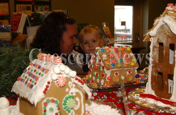 12-28-13 NEWS Oakwood Library Gingerbread Houses