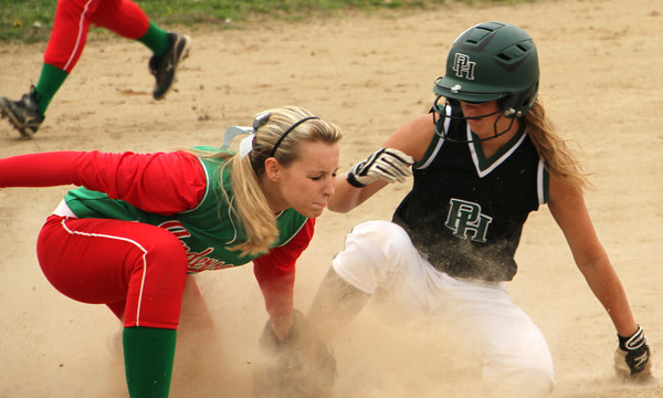 Photo by Chris Martin<br /> Pendleton's Delilah Wright steals 3rd base against Anderson on Monday