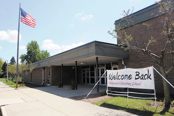 A sign welcomes back students to Edgewood Elementary. ACS reopened the school as part of a restructuring that included closing two intermediate schools.