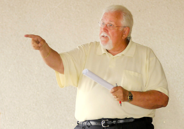 Don Knight/The Herald Bulletin<br /> Richard Symmes auctions the former Frisch's location at 9th and Meridian on Thursday. The winning bid for the building was $5,200 plus a $2,000 buyers premium.