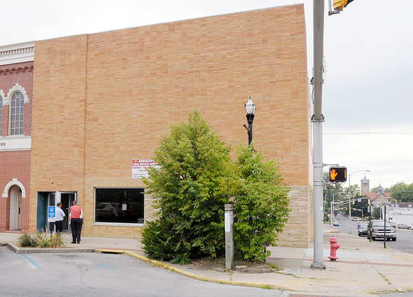 Don Knight/The Herald Bulletin<br /> The former Frisch's location at 9th and Meridian was sold at absolute auction on Thursday. The winning bid for the building was $5,200 plus a $2,000 buyers premium.