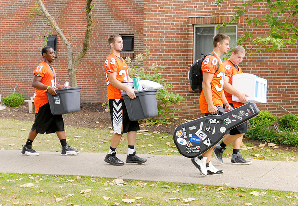 Don Knight/The Herald Bulletin<br /> Members of the football team move in new students at Anderson University on Thursday.