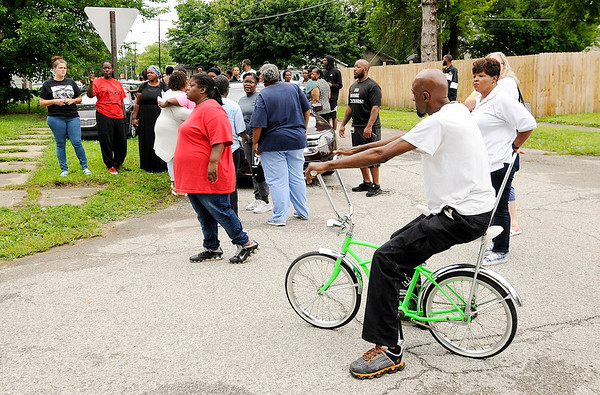 Don Knight | The Herald Bulletin<br /> As word spread a large crowd gathered at the scene of a fatal shooting in Anderson on Friday morning.