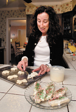 Anita Smith puts icing on her sugar cookies as she decorates them for the Soroptimist Cookie Walk.