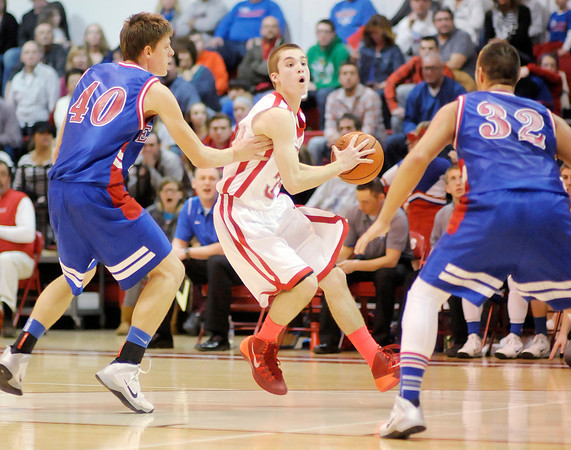Don Knight / The Herald Bulletin<br /> Frankton's Austin Compton looks to pass as he is guarded by Elwood's Tracey Ganow (40) and Jared Bourff (32) on Friday.