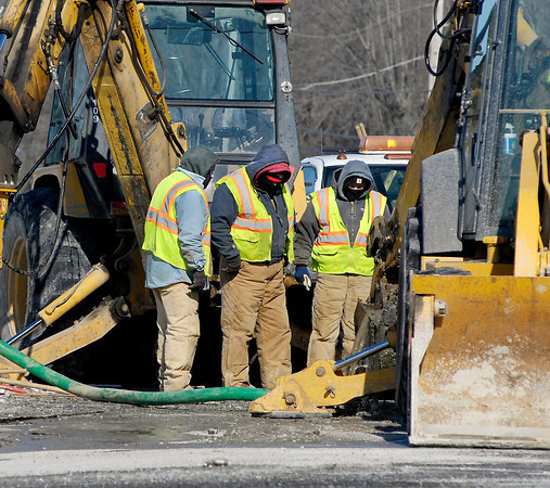 THB photo/John P. Cleary<br /> Anderson City Water Department workers brave the cold temperatures as they labor to fix a water main leak at 43rd Street and Scatterfield Road Tuesday.