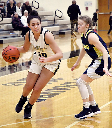 Lapel's Makynlee Taylor drives round Shenandoah's Kathryn Perry.