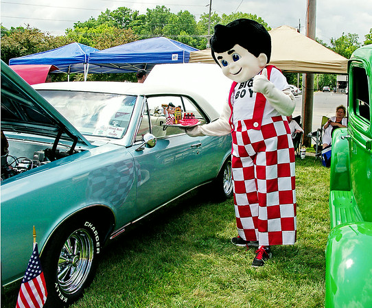 Mark Maynard  | for The Herald Bulletin<br /> Big Boy gives a big thumbs-up to a custom 1967 Pontiac GTO at the 12th Annual Bill Vaughn Memorial Cruise-In hosted by Frisch's and the Piston Poppers Car Club on Saturday.