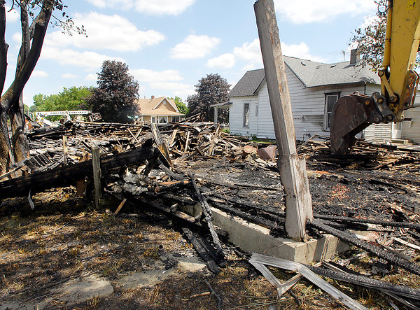 An early Wednesday morning fire at 1st and Madison destroyed a vacant house.