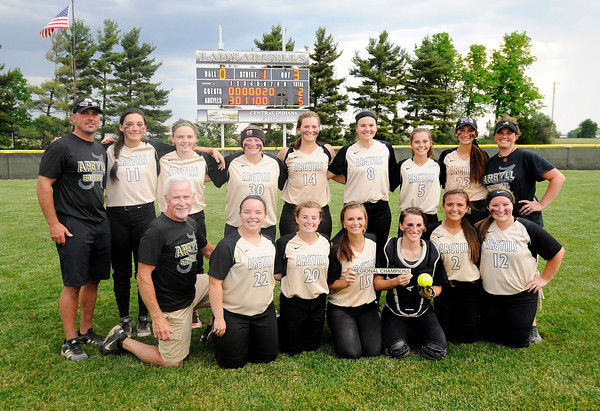 Don Knight   The Herald Bulletin<br /> The Madison-Grant Argylls pose for a team photo after defeating Wapahani 5-2 to win the regional on Tuesday.
