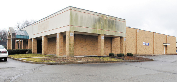 The old Family Christian Store in the 2000 block of University Blvd. is to be the new location of a Sears Hometown Store.