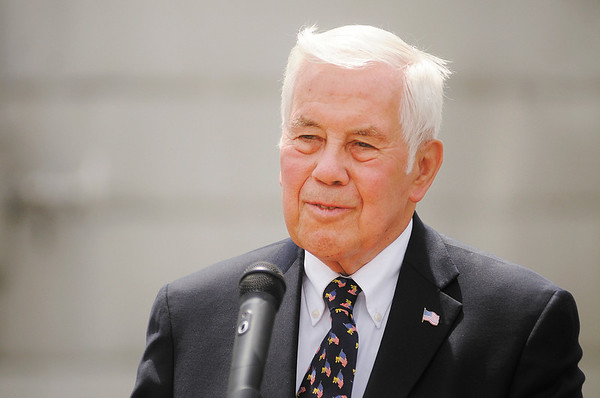 Sen. Richard Lugar visited the Indiana Municipal Power Agency Combustion Turbine Station in Anderson on Friday to discuss national energy policy.