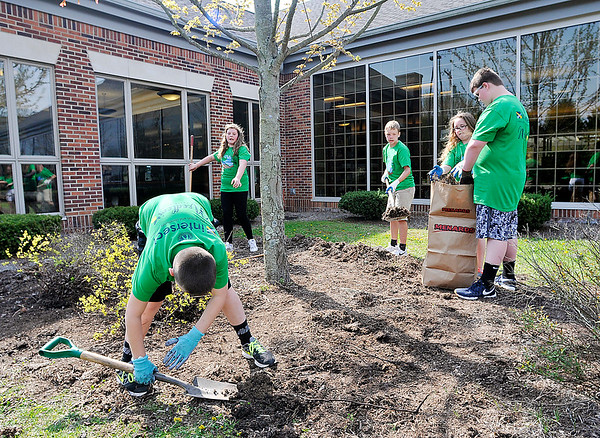 """John P. Cleary   The Herald Bulletin  <br /> More then 150 Pendleton school students did volunteer work as part of first """"Pendleton's Day of Giving"""" Wednesday. Here students from Pendleton Intermediate School work at the Pendleton Community Library."""