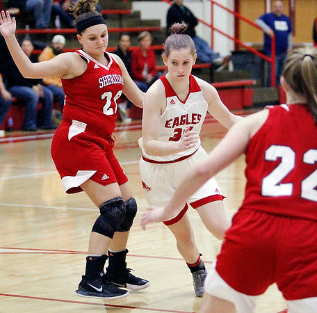Frankton's Lauryn Bates drives up the lane between a couple Sheridan defenders.