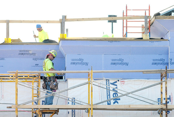 Don Knight/The Herald Bulletin<br /> Construction crews work on the new Old National Bank on Charles Street in Anderson on Thursday.