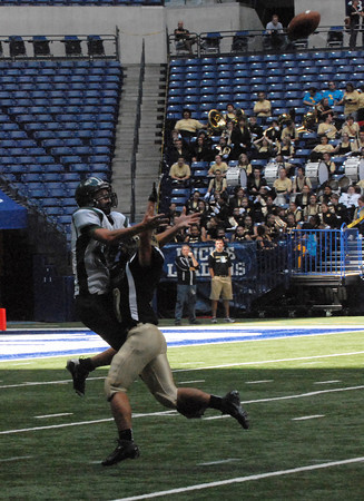 Kurt Tolbert leaps high in the air before making an outstanding catch for the Arabians.