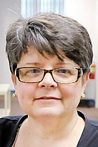 Don Knight/The Herald Bulletin<br /> Dr. Caroline Stevens talks with Kelly Fraser at Central Indiana Neurology.