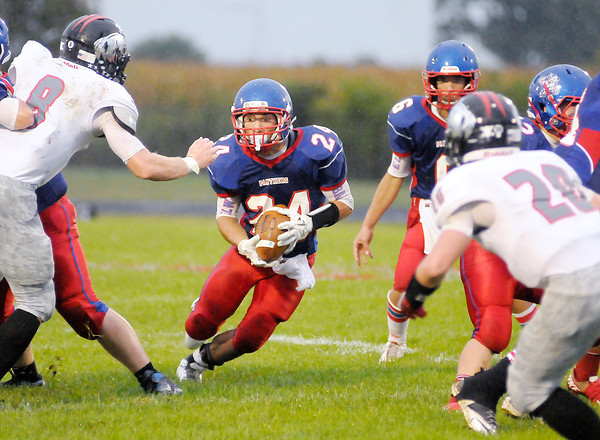 Don Knight/The Herald Bulletin<br /> Elwood's Sammy Mireles finds room to run as the Panthers hosted Eastbrook on Friday.