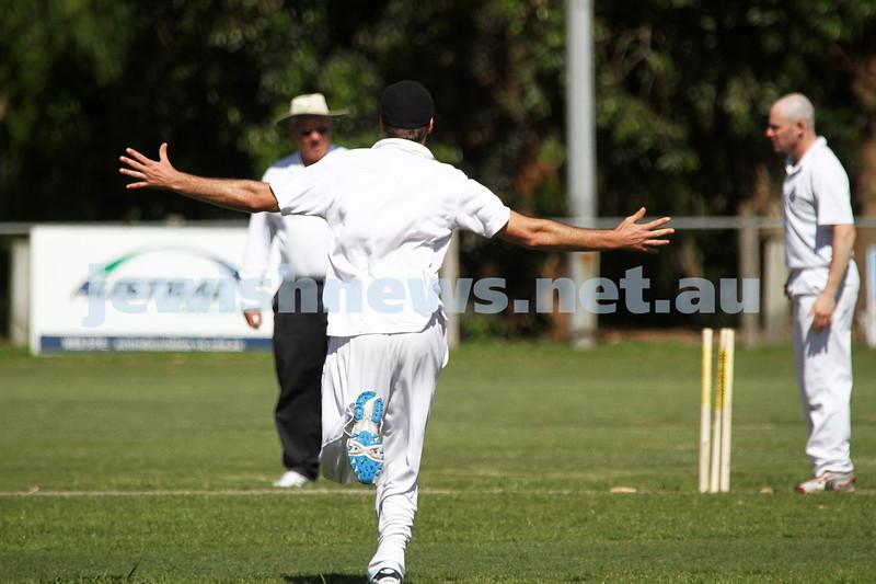 12-11-11. Maccabi Cricket v Aspendale. Photo: Peter Haskin