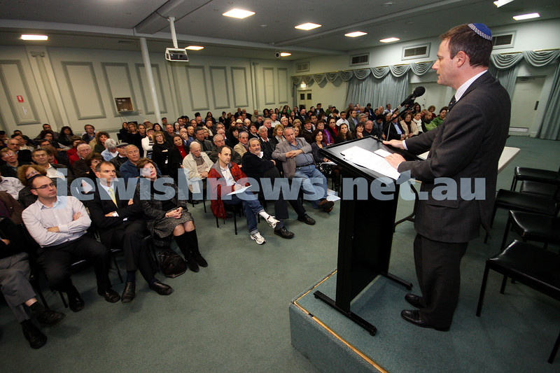 8-6-10. Information meeting on Gaza flotilla at Caulfield Shul. ZFA president Philip Chester addresses audience. Photo: Peter Haskin