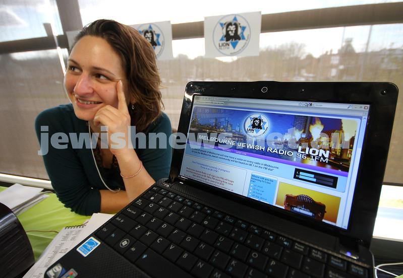 14-6-10. Limmud Oz 2010. Tali Kellman. Lion FM Jewish Melbourne Radio. First day of broadcast. Photo: Peter Haskin