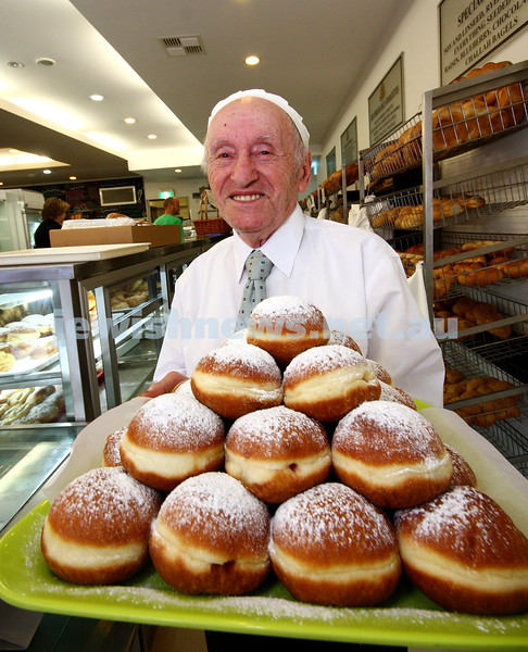 20/11/09. Mendel Glick. Preparing for Chanukah with a tray of jam donuts. Ponchkes. Photo: peter Haskin