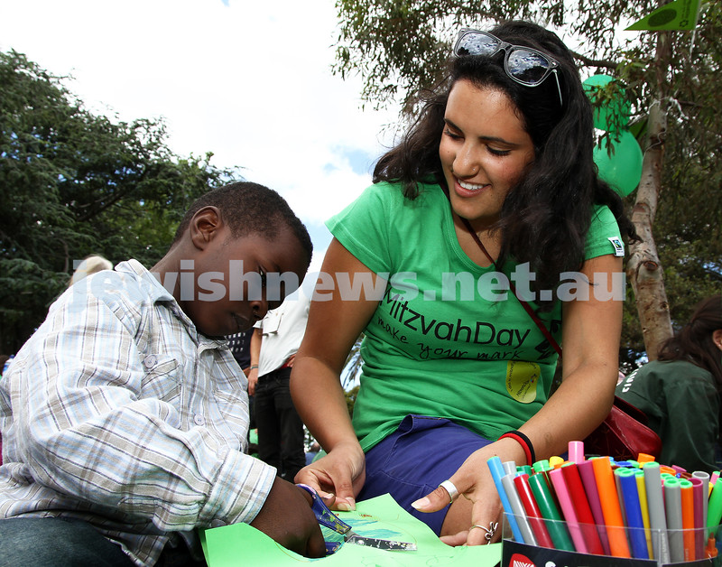 20-11-11. Mitzvah Day around Melbourne. Picnic with the Sudanese community at Caulfield park. Photo: Peter Haskin
