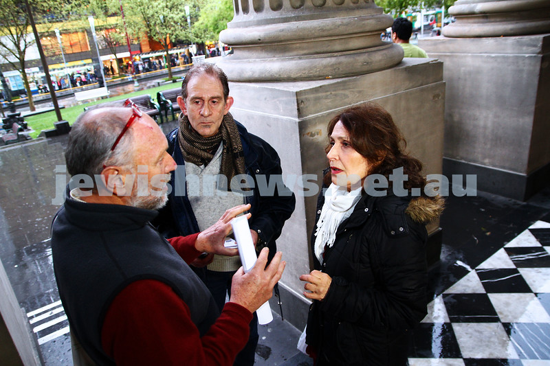"16-9-13. State Library of Victoria. Lecture by Richard Falk on "" Human Rights in the Occupied Palestinian Territories"". David Shulberg (centre) and Rachel Merhav discuss Middel East poitics with a member of the public on the steps of the State Library. Photo: Peter Haskin"