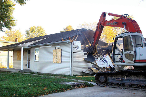The City of Jeffersonville razed a home at 227 W. Chestnut St. Tuesday morning in preparation for the Big Four Bridge pedestrian ramp.  Staff photo by C.E. Branham