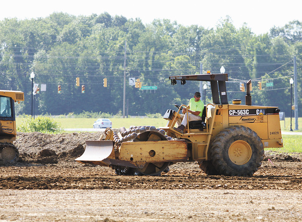 Site work is being done in the Jeffersonville Town Center on Veterans Parkway for a Sav-A-Step Food Mart. The new store will be located next to Tire Discounters. Staff photo by C.E. Branham