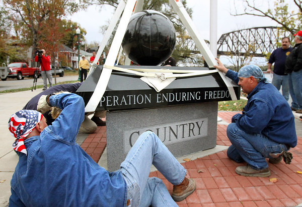 Workers set the new Jeffersonville War Memorial Friday morning on Riverside Drive. The 10 ton monument pays tribute to those who served in the U.S. military during Operation Desert Storm, Iraqi Freedom, and the War in Afghanistan. Staff photo by C.E. Branham
