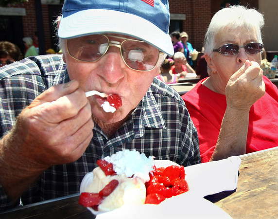 6-7-12<br /> Strawberry Festival downtown<br /> Robert Rutherford and his wife Anna Mae Rutherford eating strawberry shortcakes on Main Street.<br /> KT photo | Tim Bath