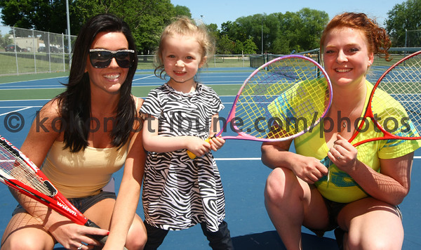 5-16-12<br /> Coral Everhart, Symphony Vyain, 3, and her mon Elizabeth Vyain at the tennis courts at Foster Park.<br /> KT photo | Tim Bath