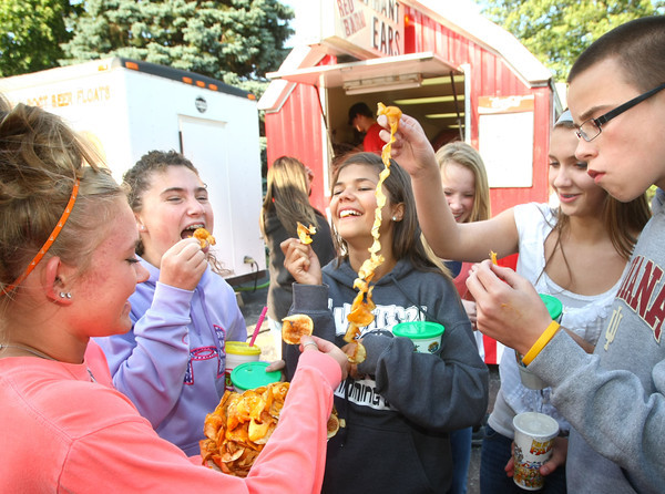 6-2-12<br /> Western Days in Russiaville<br /> Kenzie Quinn, 14, Hattie Johnson, 14, Sophie Page, 14, Claire Casner, 13, and Luke Bowley, 14 eating spiral cut fries covered in cheese.<br /> KT photo | Tim Bath