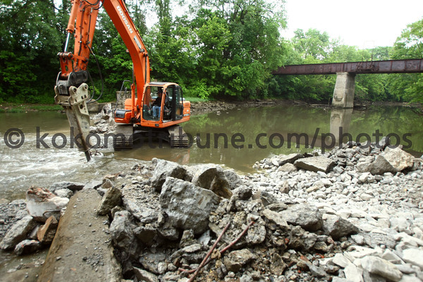 5-29-12<br /> Bowyer Excavating removing the dam along the Kokomo Creek behind Omnisource on Tuesday morning. Mike Hunt is using the excavator with a concrete breaker.<br /> KT photo | Tim Bath