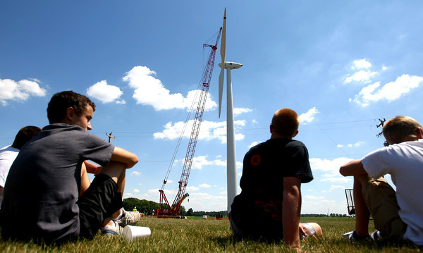 6-7-12<br /> Northwestern School Corporation's wind turbine being erected. Students watch from near the school parking lot to the north.<br /> KT photo | Tim Bath