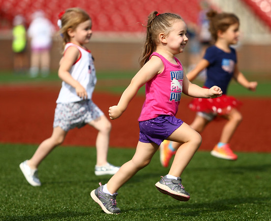 7-1-17<br /> Haynes Apperson Sports<br /> 3-year-old Hadleigh Horner races to the finish.<br /> Kelly Lafferty Gerber | Kokomo Tribune