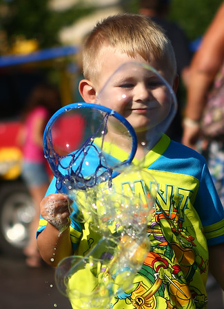 Kids and adults enjoy the bubble truck at the Kokomo-Howard County Public Library on Friday, July 6, 2018.<br /> Kelly Lafferty Gerber | Kokomo Tribune