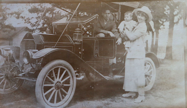 Cole Porter, left, with cousins in the driveway of Westleigh Farms in Peru, Indiana, in 1912.<br /> Kelly Lafferty Gerber | Kokomo Tribune