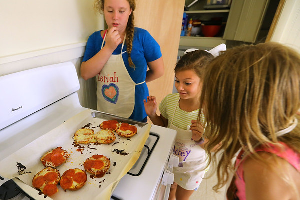 Zeriah Spencer, Kelsey Reed and Norah Shade get ready to try the bagel pizzas they made at Pint Size Chef. It's a program for children ages 6-12 learn the basics of cooking such as reading a recipe, the different cooking tools, measuring different food as well as proper etiquette and they will also prepare a fun and simple dish each week. This Tuesday on Sept. 17, 2019, the kids were making bagel pizza and ice cream in a bag.<br /> Tim Bath | Kokomo Tribune