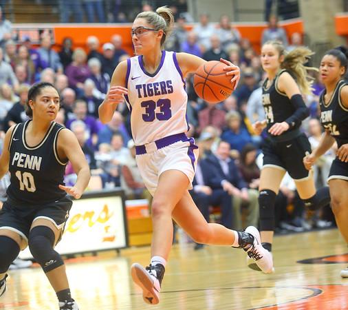2-22-20<br /> Northwestern vs Penn girls basketball semistate<br /> NW's Madison Layden takes the ball down the court.<br /> Kelly Lafferty Gerber | Kokomo Tribune